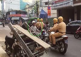 Tội đưa vào sử dụng các phương tiện giao thông cơ giới đường bộ, xe máy chuyên dùng không bảo đảm tiêu chuẩn an toàn kỹ thuật tham gia giao thông