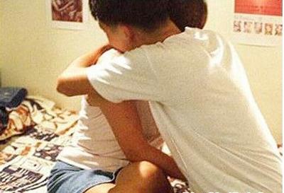 Người 17 tuổi và trẻ em tự nguyện quan hệ với nhau có phạm tội không?