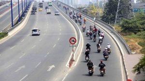 Điều khiển xe theo quy định của Luật Giao thông đường bộ