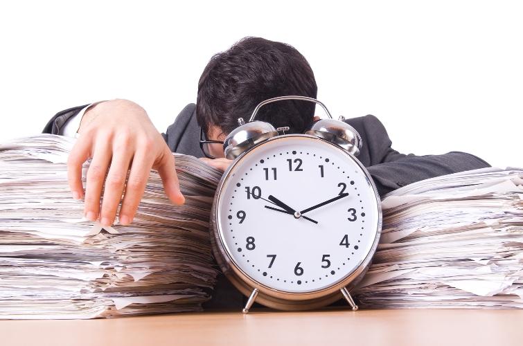Thế nào được coi là thường xuyên không hoàn thành công việc theo hợp đồng