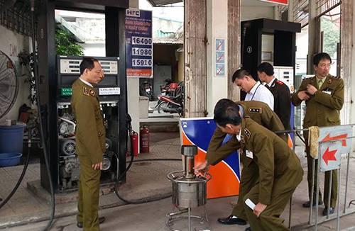 pha tập chất vào dầu có bị xử lý trách nhiệm hình sự