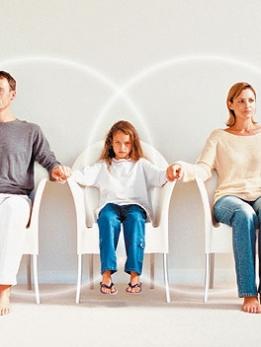 Quyền nuôi con của người mẹ và quyền nuôi con của chồng