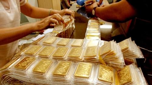 khởi kiện chủ cửa hàng vàng khi không đòi được vàng