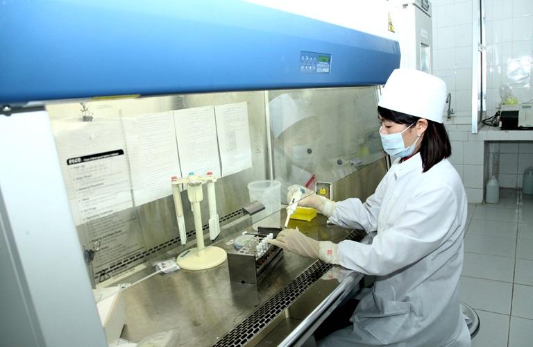 Phòng xét nghiệm HIV bằng kỹ thuật miễn dịch đánh dấu