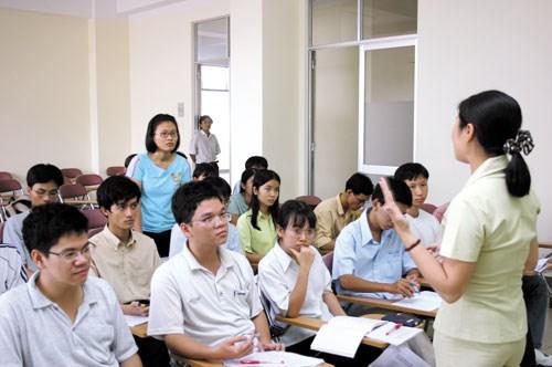 Điều kiện để được miễn thi ngoại ngữ khi giảng viên thi thăng hạng