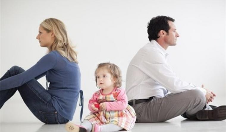 Con nhập khẩu theo mẹ bố có mất quyền nuôi khi ly hôn ?