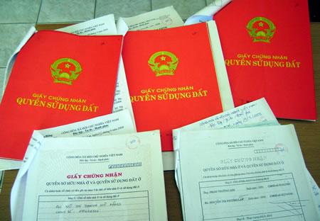 Sổ đỏ bị rách thì phải xin cấp đổi như thế nào? Luật Toàn Quốc