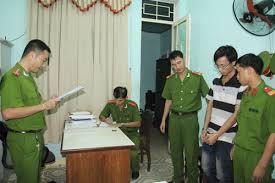 Tải mẫu đề nghị phê chuẩn lệnh bắt người bị giữ trong trường hợp khẩn cấp