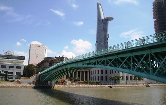 Hành lang an toàn đối với cầu, cống; hầm đường bộ; bến phà, cầu phao; kè bảo vệ đường bộ