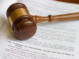 Khi nào thì Tòa án ra quyết định tạm đình chỉ giải quyết vụ án dân sự?
