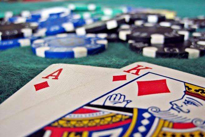 Ghi đề là đánh bạc hay tổ chức đánh bạc theo quy định của pháp luật