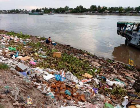 Phản ánh rác thải bốc mùi thì phải gửi đơn đến cơ quan nào?