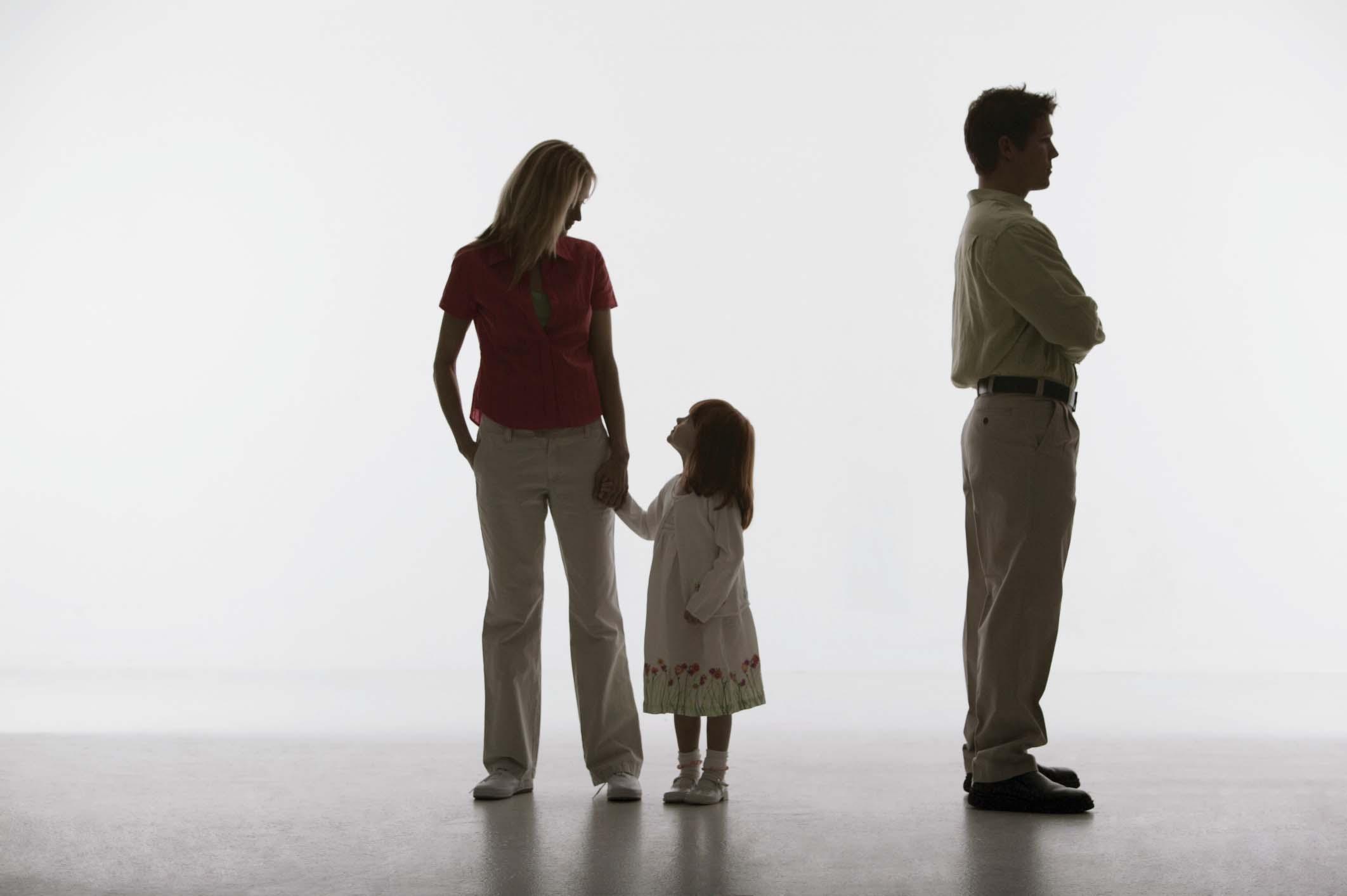 Bố có được giành quyền nuôi con khi không có tên trong giấy khai sinh của con