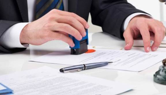 Theo quy định pháp luật thì có cần công chứng hoặc chứng thực di chúc không?