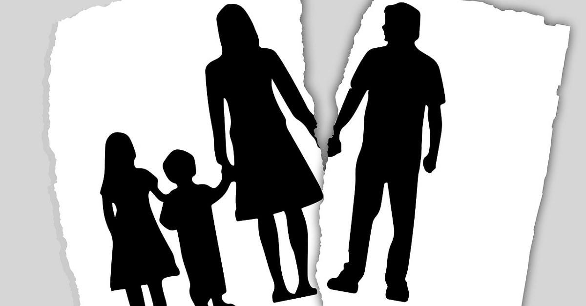 Khi ly hôn con sẽ do ai nuôi và thủ tục ly hôn cần những gì?
