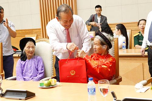 Quy định pháp luật về trợ cấp thân nhân Bà mẹ Việt Nam anh hùng