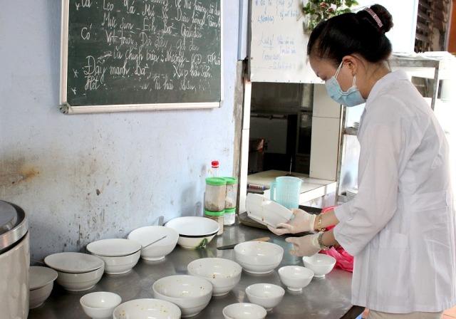 Mức phạt vi phạm quy định về điều kiện bảo đảm ATTP trong kinh doanh dịch vụ ăn uống thuộc loại hình cơ sở chế biến suất ăn sẵn, căng tin kinh doanh ăn uống, bếp ăn tập thể