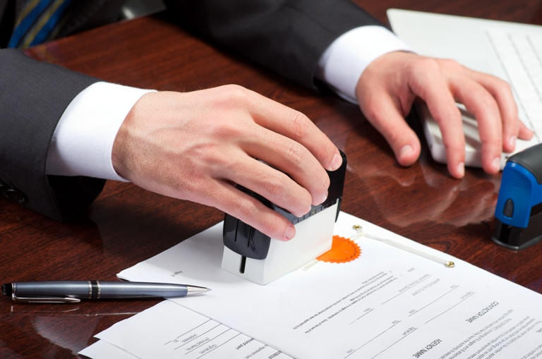Xử lý vi phạm đối với công chứng viên năm 2019