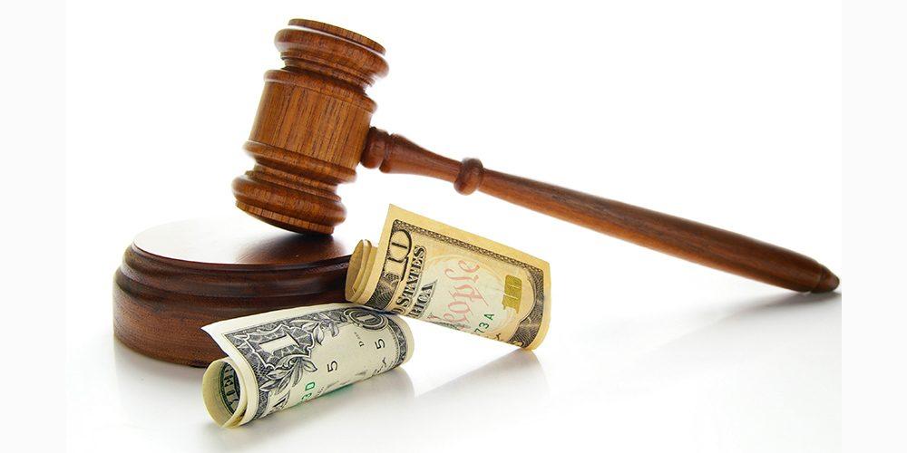 Người bị hại không ra tòa có yêu cầu bồi thường được không?