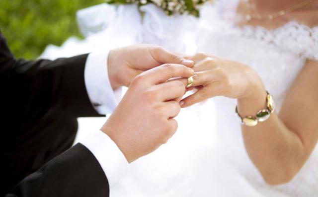 Tư vấn thời gian nghỉ việc kết hôn được hưởng lương không