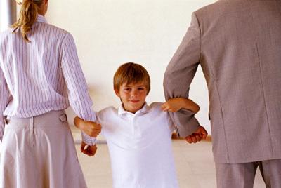 Cha mẹ ly hôn ai được quyền nuôi con theo quy định