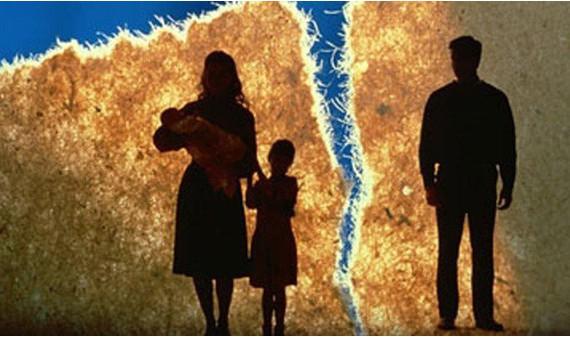 Vợ chồng ly hôn ai được quyền nuôi con theo quy định