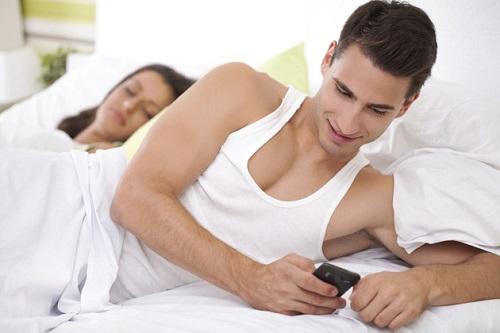 Kiện chồng ngoại tình khi chỉ có tin nhắn có được không